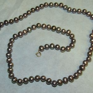 Jewelry - Vtg. genuine pearl & 10kt gold necklace